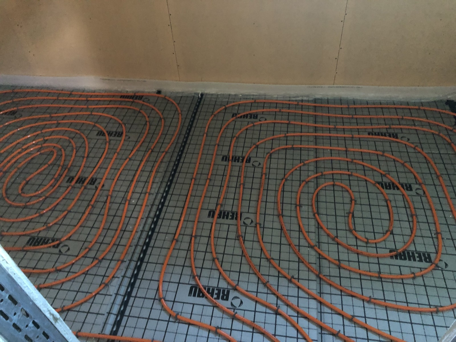 Floor heating in the administration part is now ready!