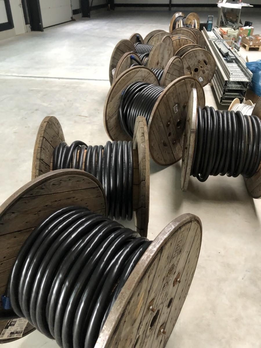 Cables were laid | New Building | UFG Umformtechnik GmbH