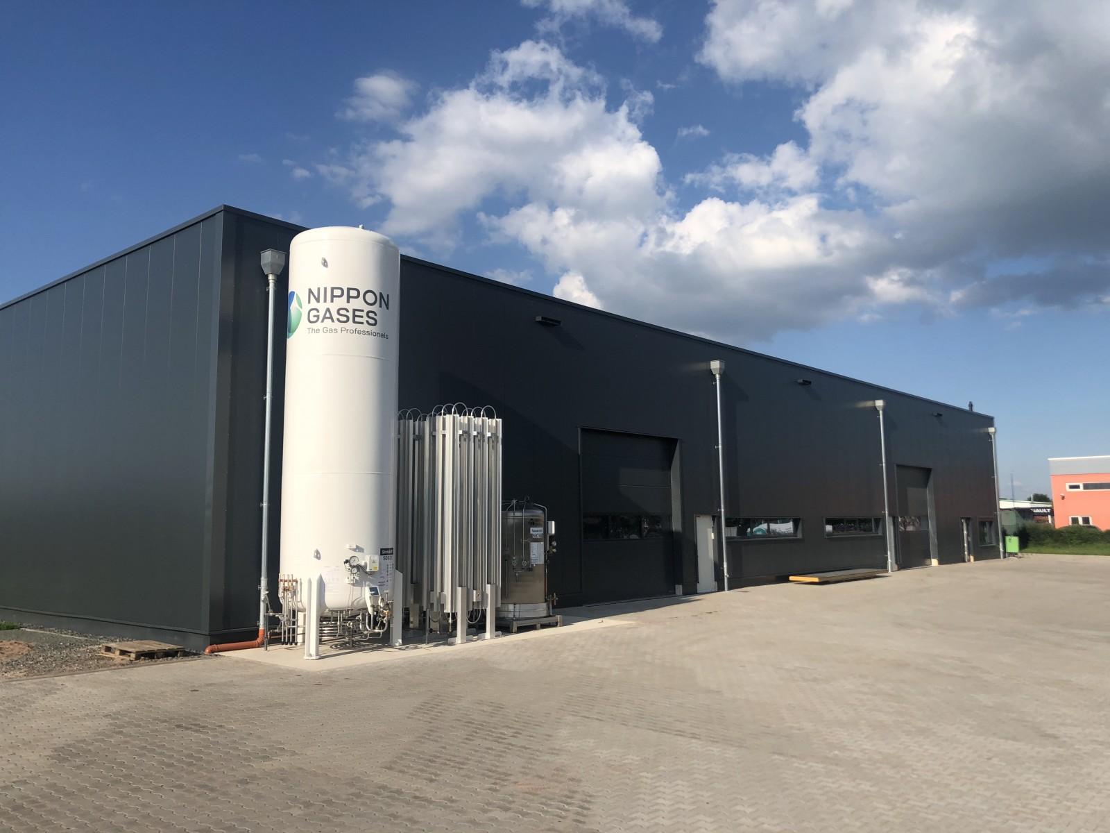 Tanks for oxygen and nitrogen